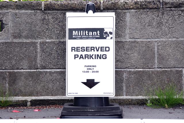 ミリタント駐車場